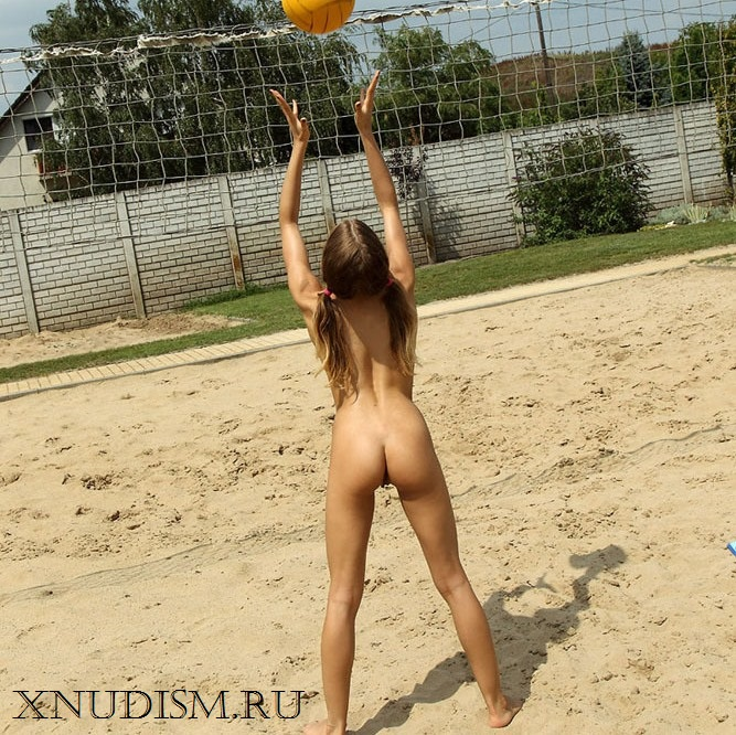Naked volleyball онлайн