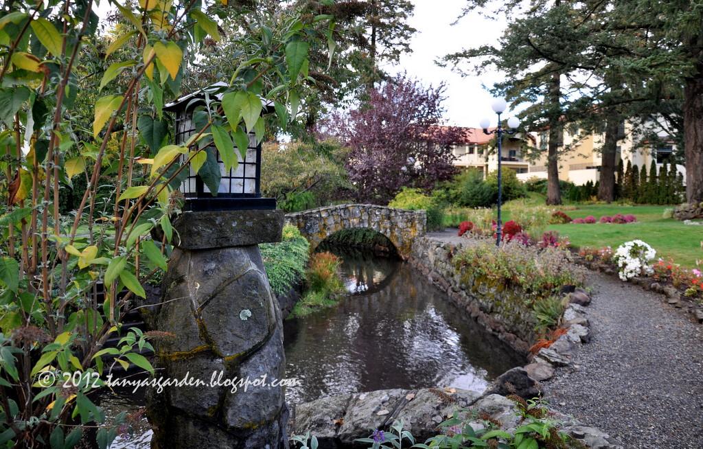 MySecretGarden: In the Garden of the Columbia Gorge Hotel