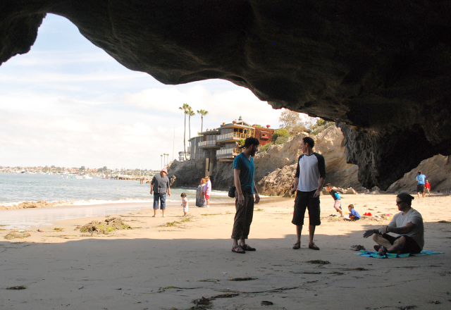 Bouldering in Pirate's Cove, Corona del Mar, California | EmBusyLiving.com