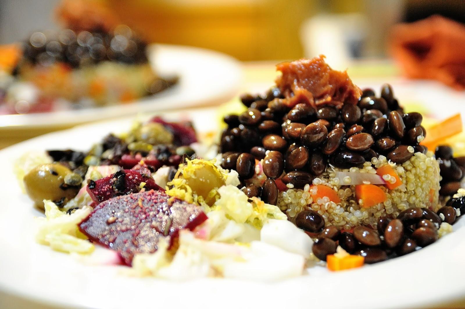ensalada de quinoa y soja negra con membrillo cocinar