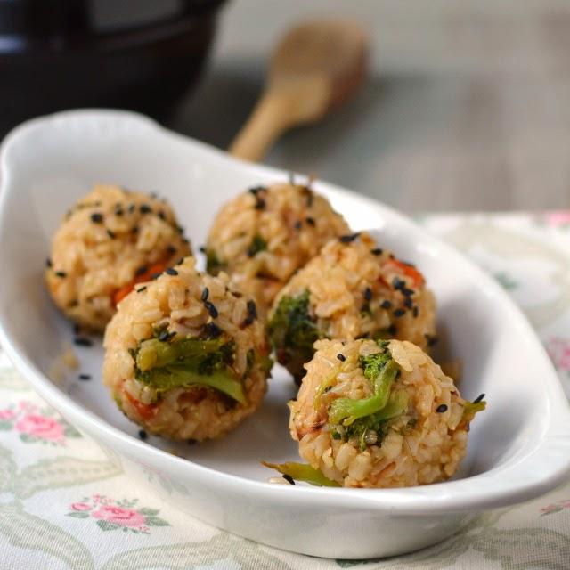 Korean Vegetarian Joomuk Bap (Korean Style Rice & Veggie Fist Balls)