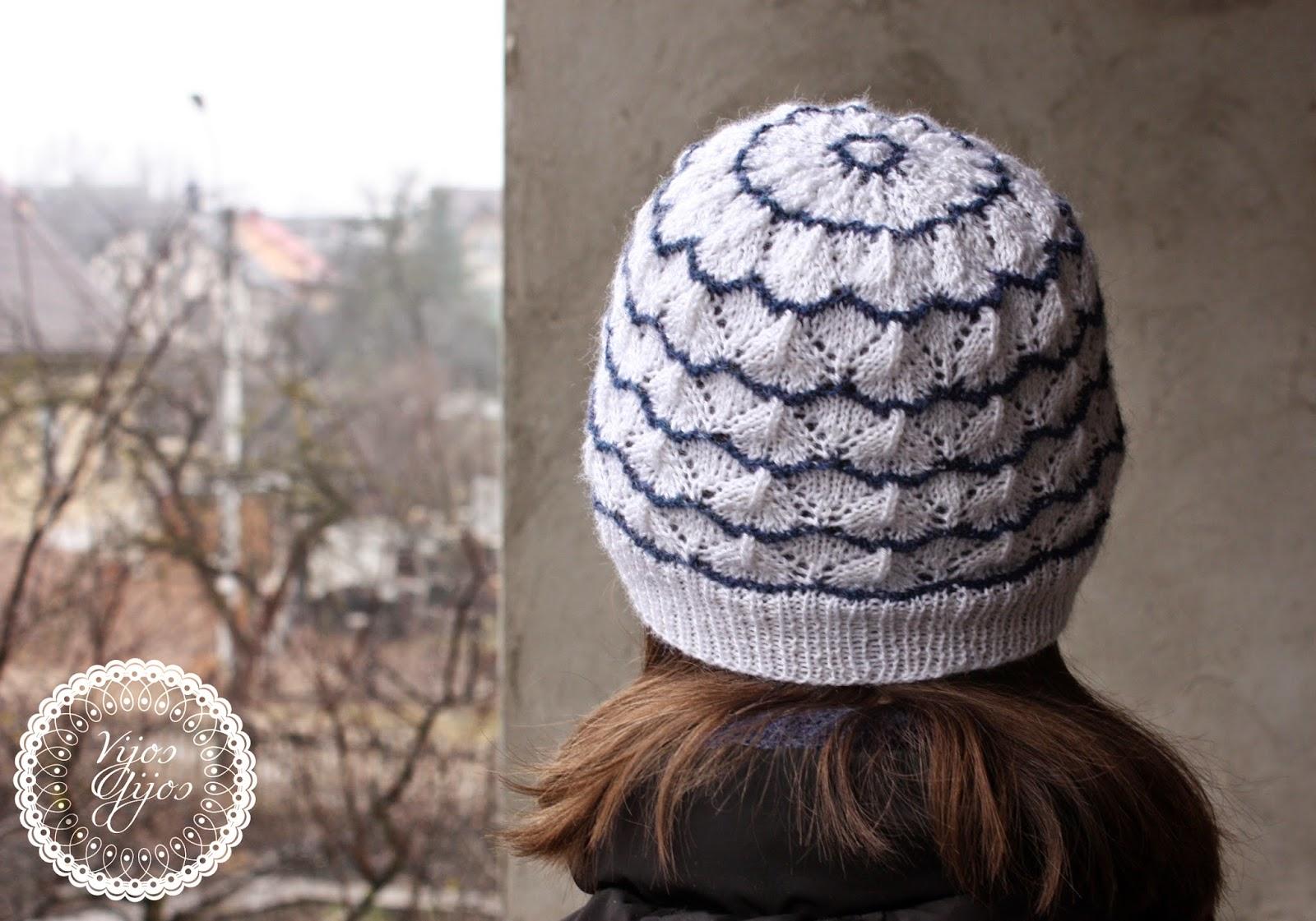 balta mėlyna kiauraraštis mezgimas