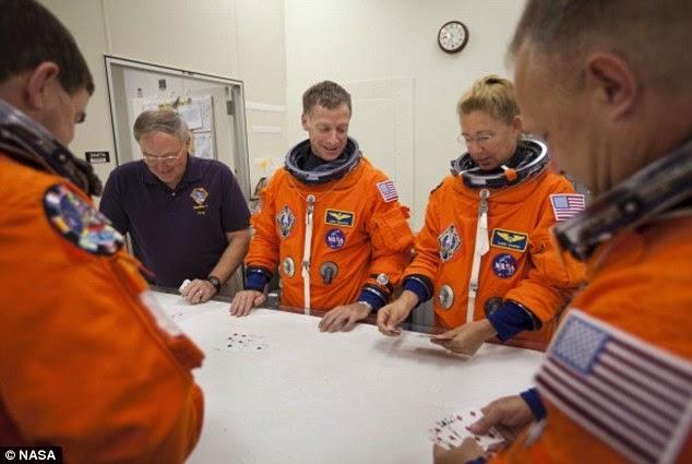 Si astronautii au superstitii, nu-i asa