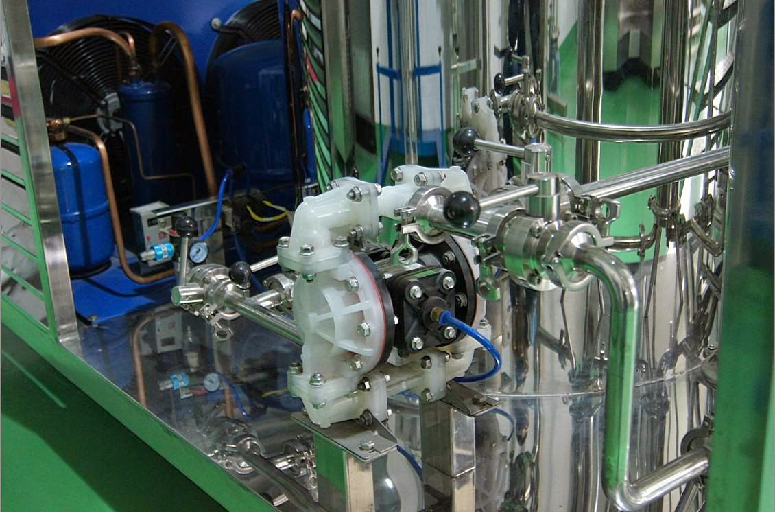100英里的水,用香水,用金属喷雾用金属喷雾,用自制的玻璃和自制的玻璃混合