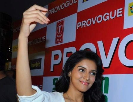 Asin Promotes Ready Film At Provogue Store navel show