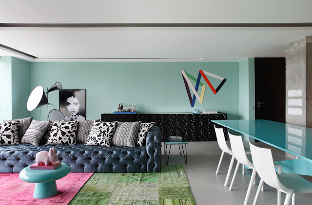 blog.oanasinga.com-interior-design-photos-blue-living-room-bold-pattern-mix-william-torres-brazil-1