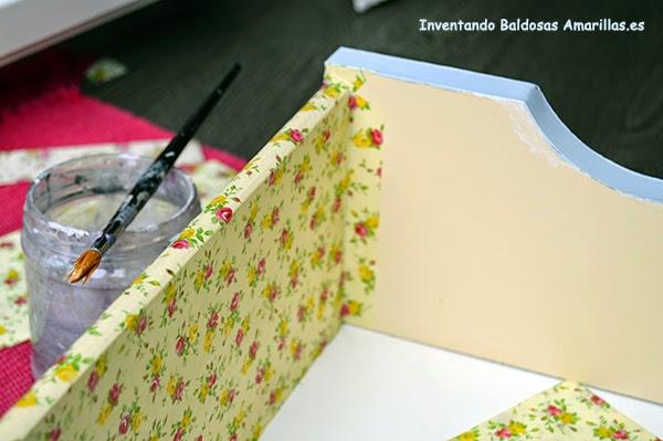 Inventando el finde 8 forrar cajones con papel baldosas - Como forrar un armario por fuera ...