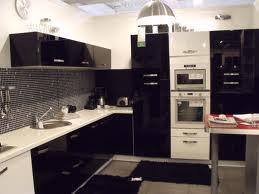 الان صار بامكانك سيدتي دخول مطبخ احلامك بلونك المفضل 9.jpg