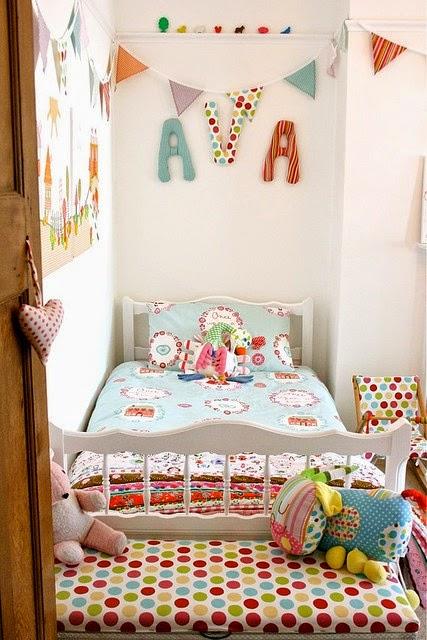Decoracao De Quarto Feminino Com Eva ~   de quarto infantil com varaizinhos de tecidos, papeis e EVA