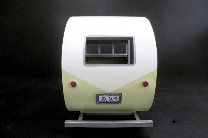 15-Dog-Gone-Judson-Beaumont-Straight-Line-Designs-Happy-Animals-in-Pet-Trailers-www-designstack-co