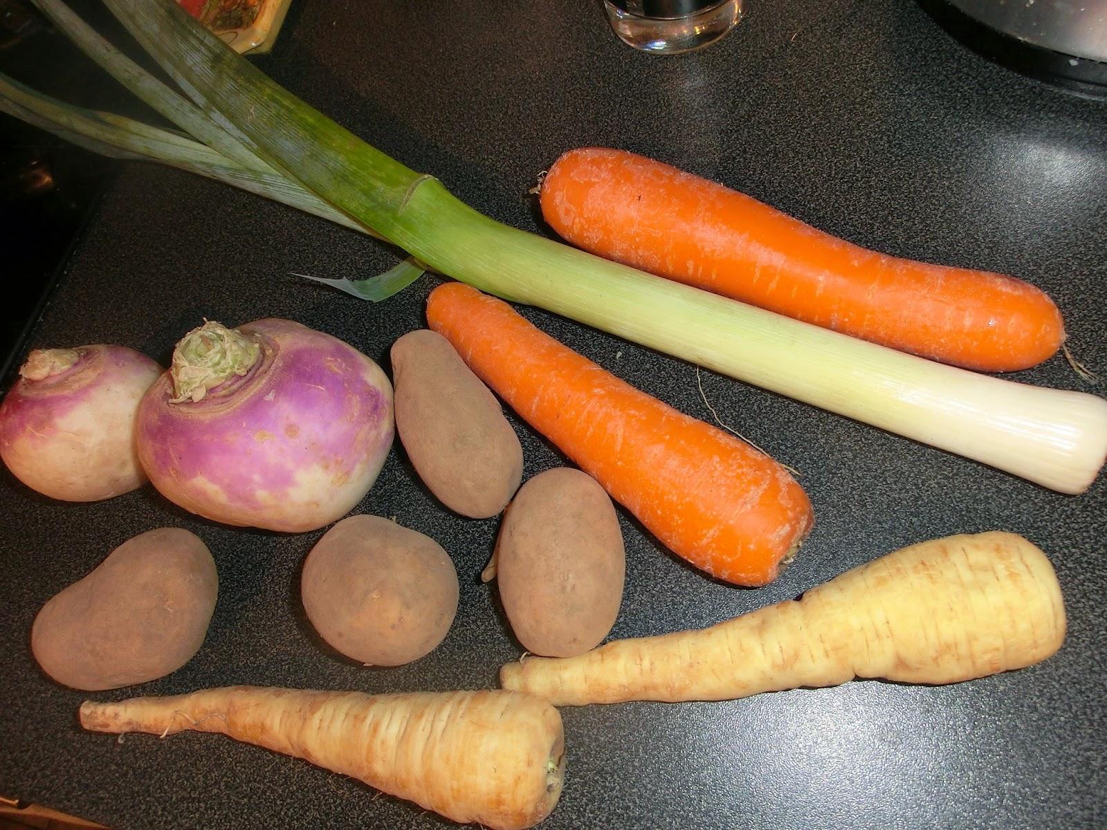 les paniers de b n soupe aux l gumes d 39 hiver poireaux navets panets pommes de terre et carottes. Black Bedroom Furniture Sets. Home Design Ideas