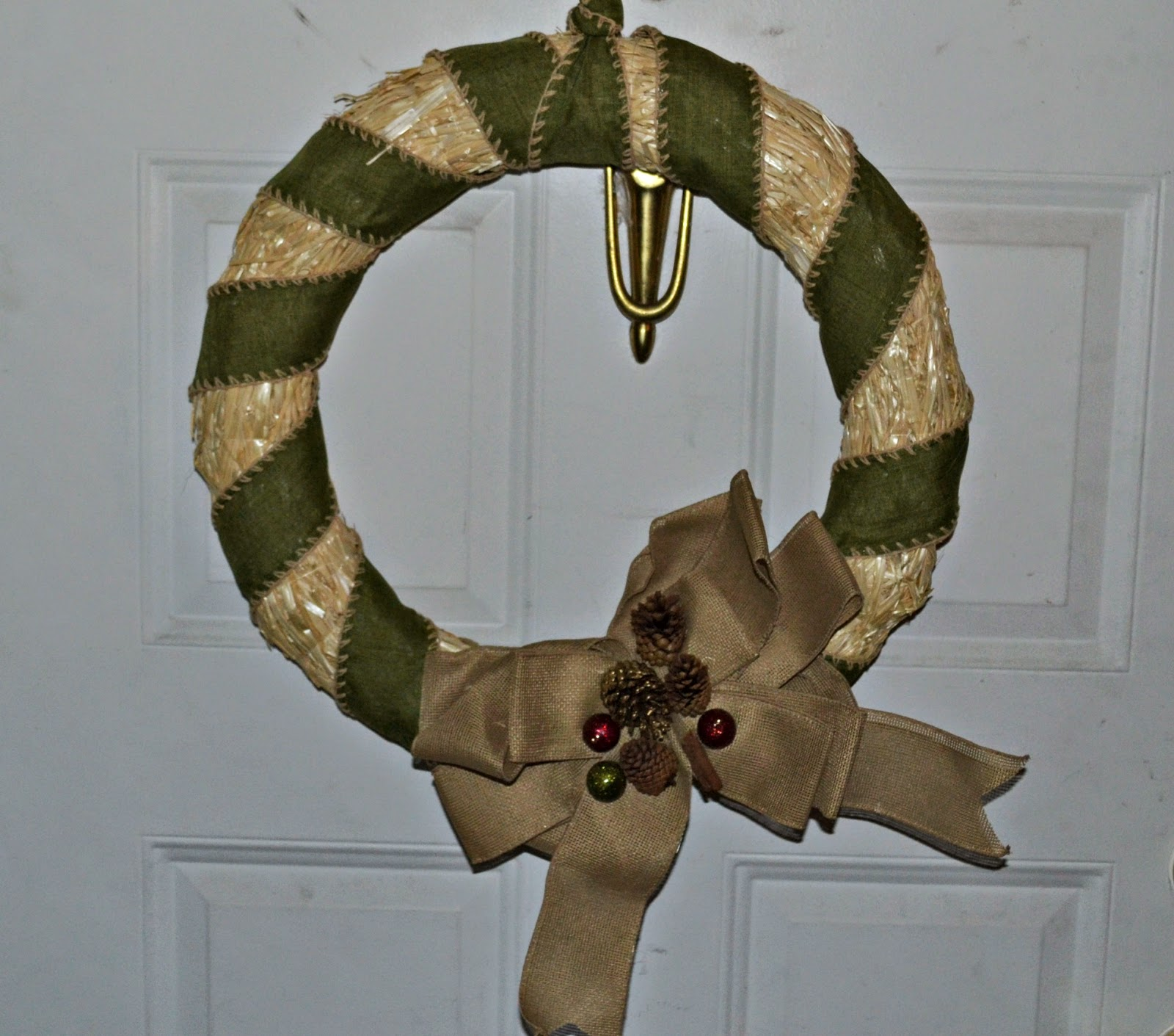 Harvest Door Wreath #DIY. Thanksgiving Door Wreath.  Easy Fall Door Wreath.  Easy Thanksgiving Door Wreath.  Easy Harvest Door Wreath.