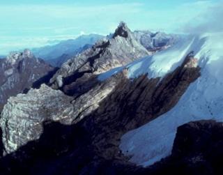 7 Gunung Paling Berbahaya Di Indonesia