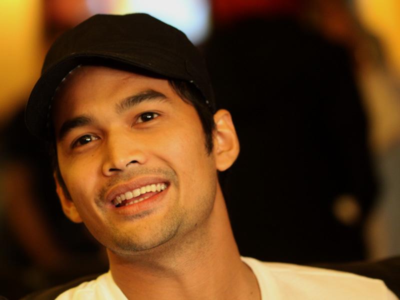 ... sumber www wikipedia org berikut adalah foto foto artis teuku wisnu