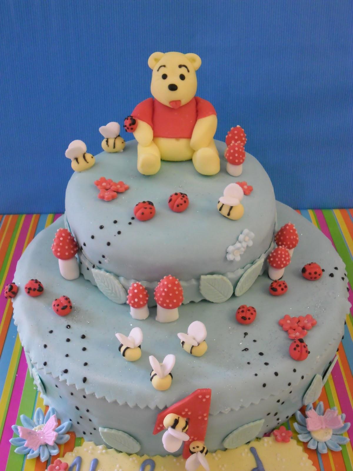 Top gâteau d'anniversaire winni l'ourson | GATEAUX D'ALINE MB52