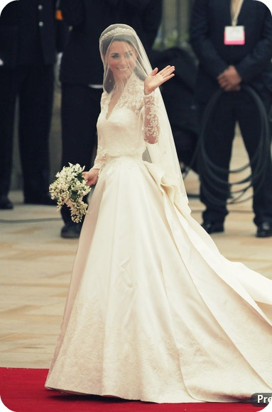 My house of giggles kate middleton 39 s wedding dress for Wedding dress princess kate