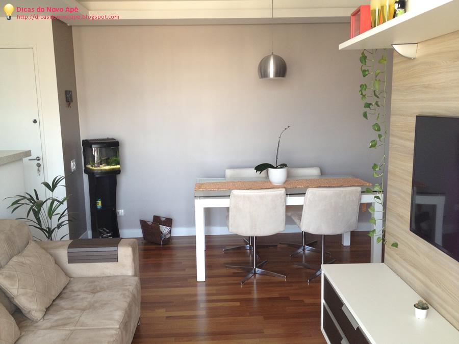 Sala Pequena Projetada ~ Visão da sacada para dentro da sala, olha o aquário lá! =D