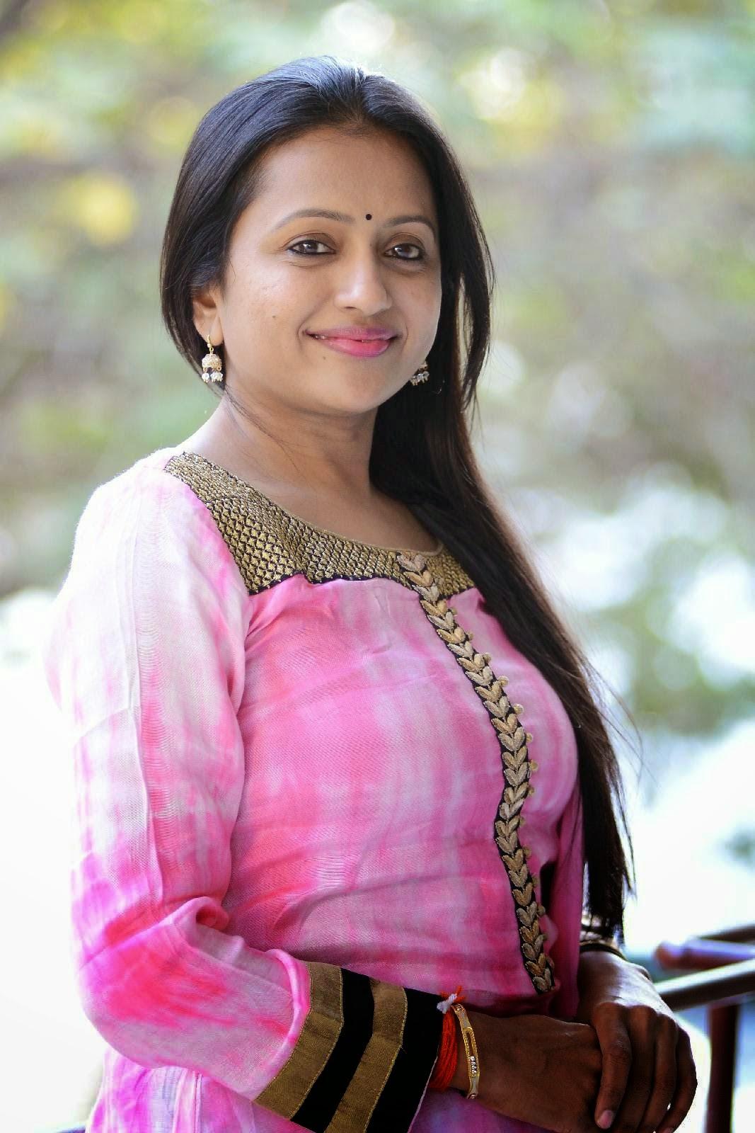 S, Suma, Suma cute photo Gallery, Telugu Movie Actress, Tollywood Actress, HD Actress Gallery, latest Actress HD Photo Gallery, Latest actress Stills, Indian Actress, Actress HD Photo Gallery, Anchor Suma Latest Cute Photo HD Galleryz
