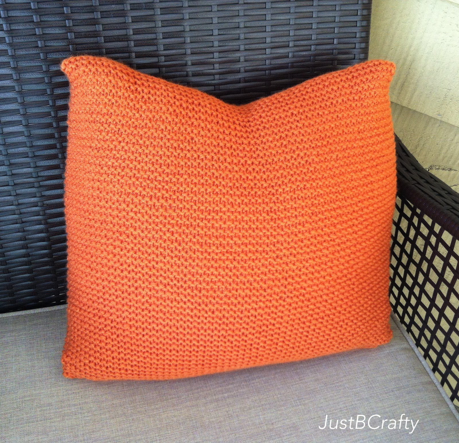 Diy crate and barrel inspired simple knit pillow just be crafty jeuxipadfo Image collections