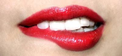 Tips Alami Memutihkan Gigi Anda