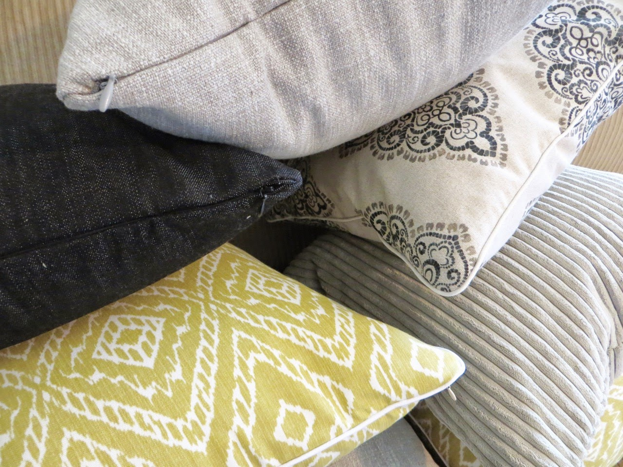 Throw Pillow Cover Sewing Tutorial (A How-to for Invisible Zippers & Piping)! The Project Lady