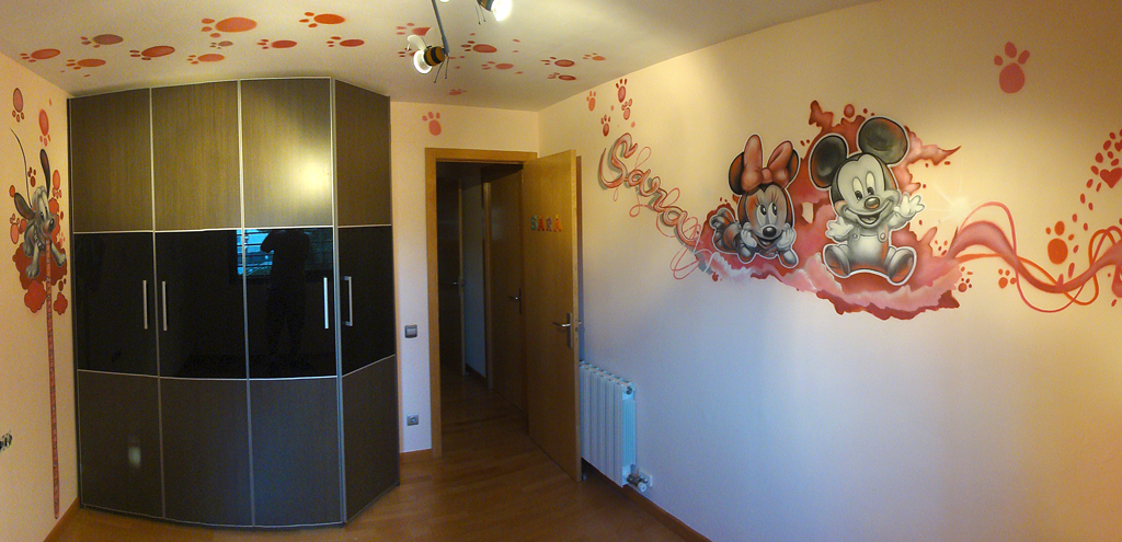 Berok graffiti mural profesional en barcelona mickey for Adornos para pieza de bebe