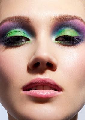 Maquiagem 3D verde e rosa