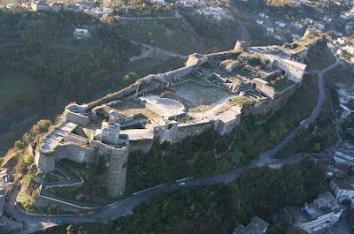 Castello di Girocastro dall'alto (Albania)