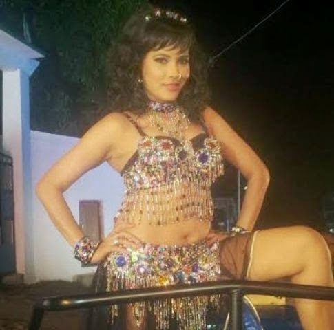 Seema Singh Item Song film in Akhri Dum Tak