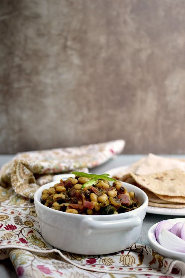 Sorrel Spinach and Black eyed Peas curry