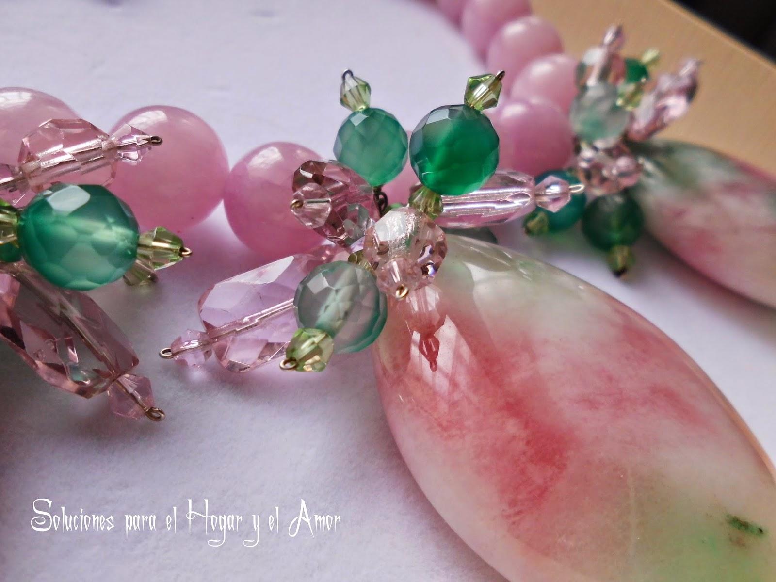 Cristales de Cuarzo rosa con matices verdes y cristales de swaroski
