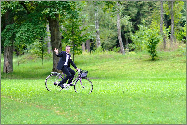 vestuvių fotosesija su dviračiais