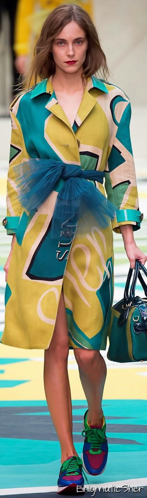 Tendências moda  2015 -  lenços de tule à volta da cintura