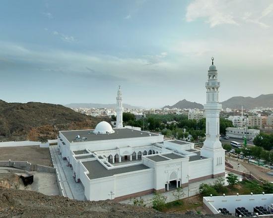Sebuah Jumat di Masjid Sab'ah, Madinah