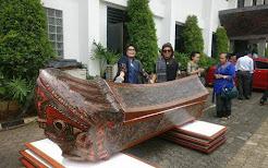 Makna Peti Jenazah DR Sutan Raja DL Sitorus Yanag Dihiasi Gorga Batak