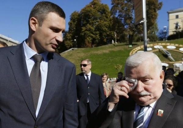 Для вручения премии Евромайдану Киев посетил бывший президент Польши Валенса