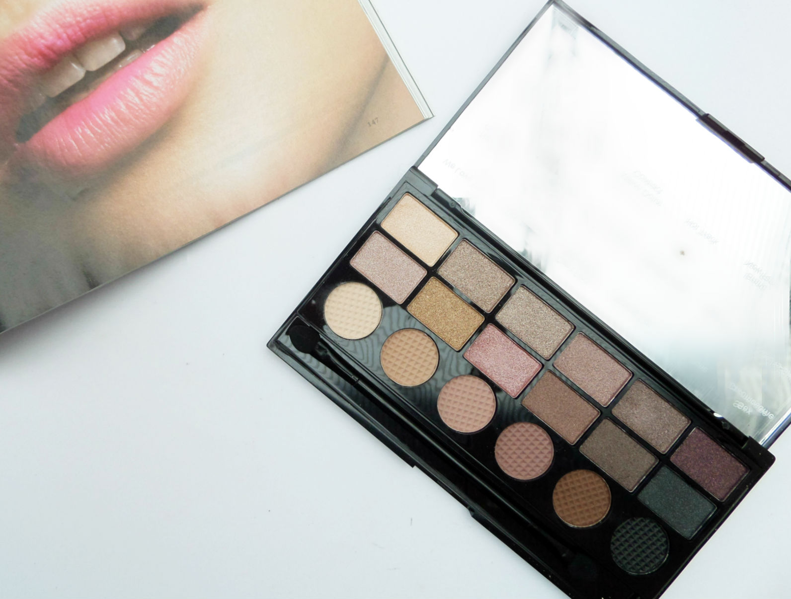 The Makeup Revolution 'What you waiting for' Eyeshadow Palette Review