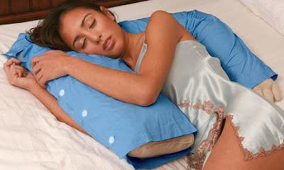 almohada novio con brazos