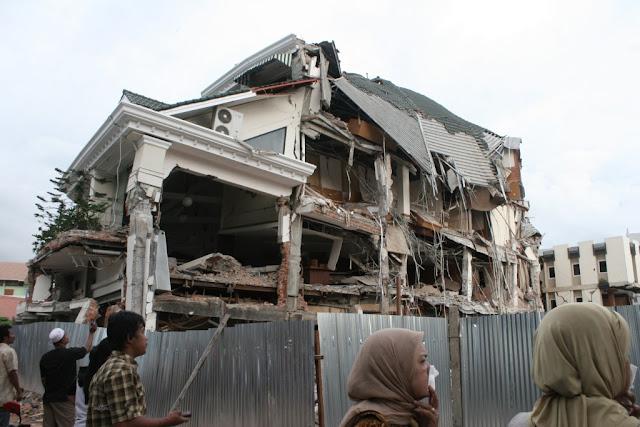 Evakuasi Pencarian Korban di Padang Dihentikan