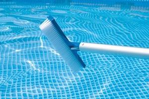 cepillo para limpiar piscinas