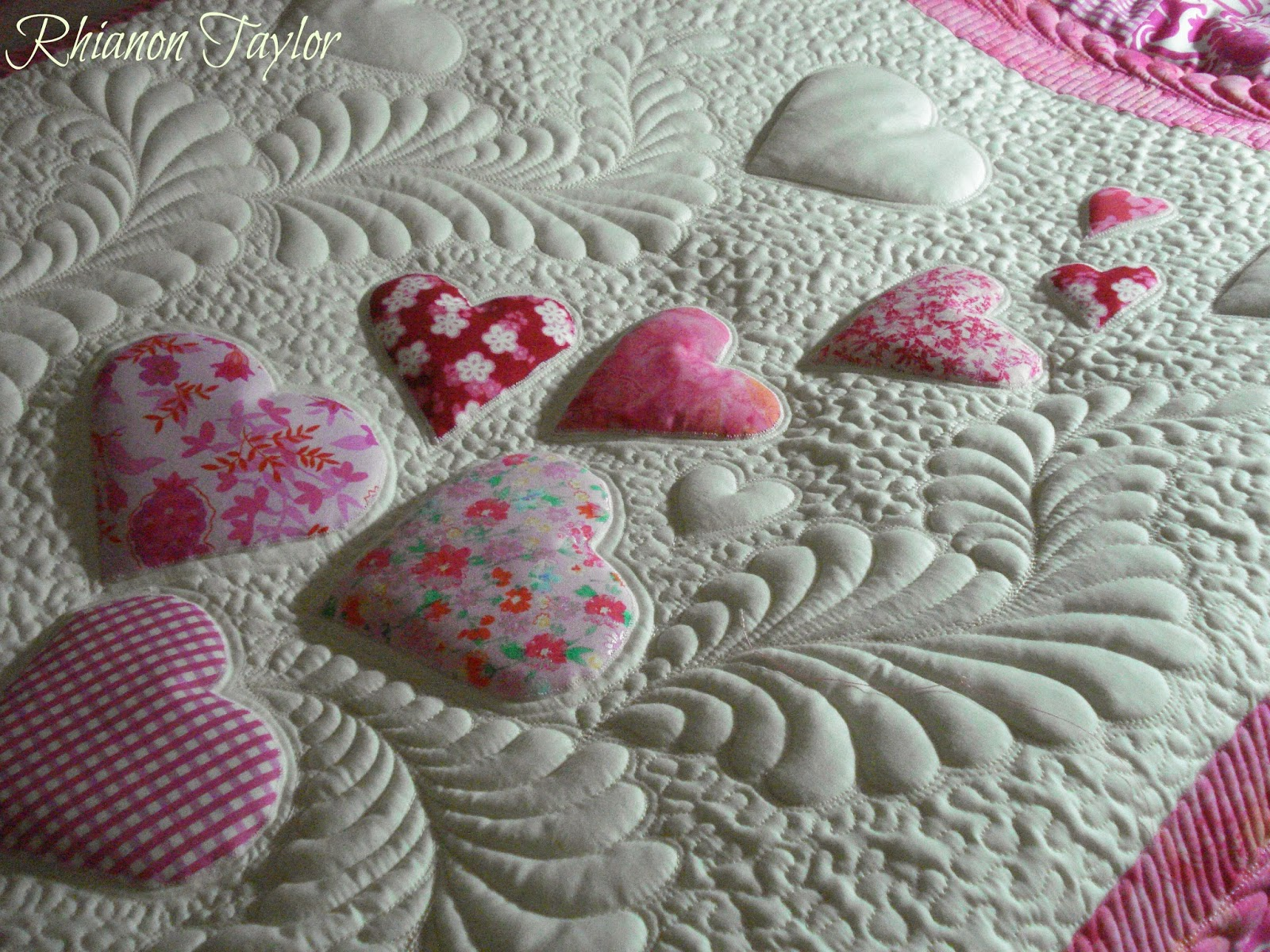 The Nifty Stitcher: Floating Hearts Baby Quilt
