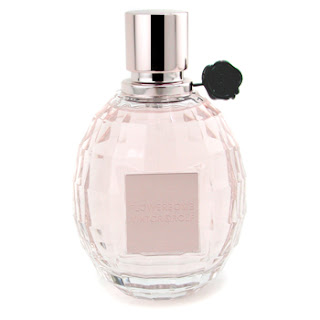Flowerbomb Viktor & Rolf perfume review