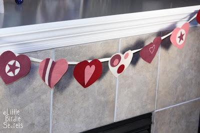Corações de feltro para o dia dos namorados