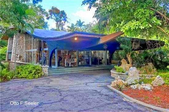 Casa Moderna Mid Century en Coconut Grove, Miami, Florida
