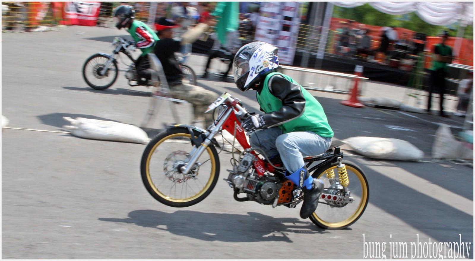 motor drag race tidak terlihat seperti motor pada umumnya dengan