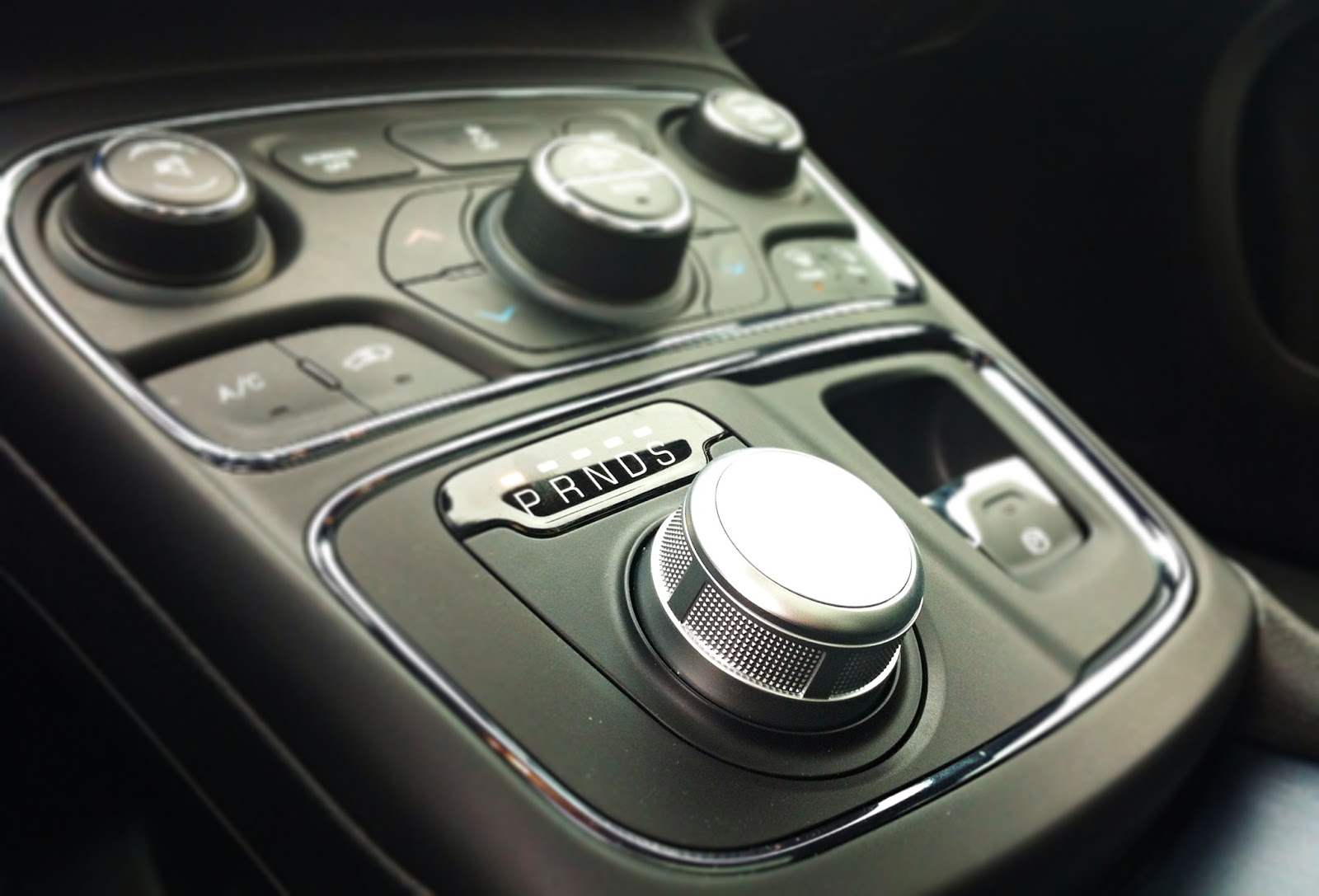 2015 Chrysler 200S rotary dial shifter
