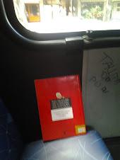 Livro infantil deixado no ônibus 498 em Laranjeiras/RJ