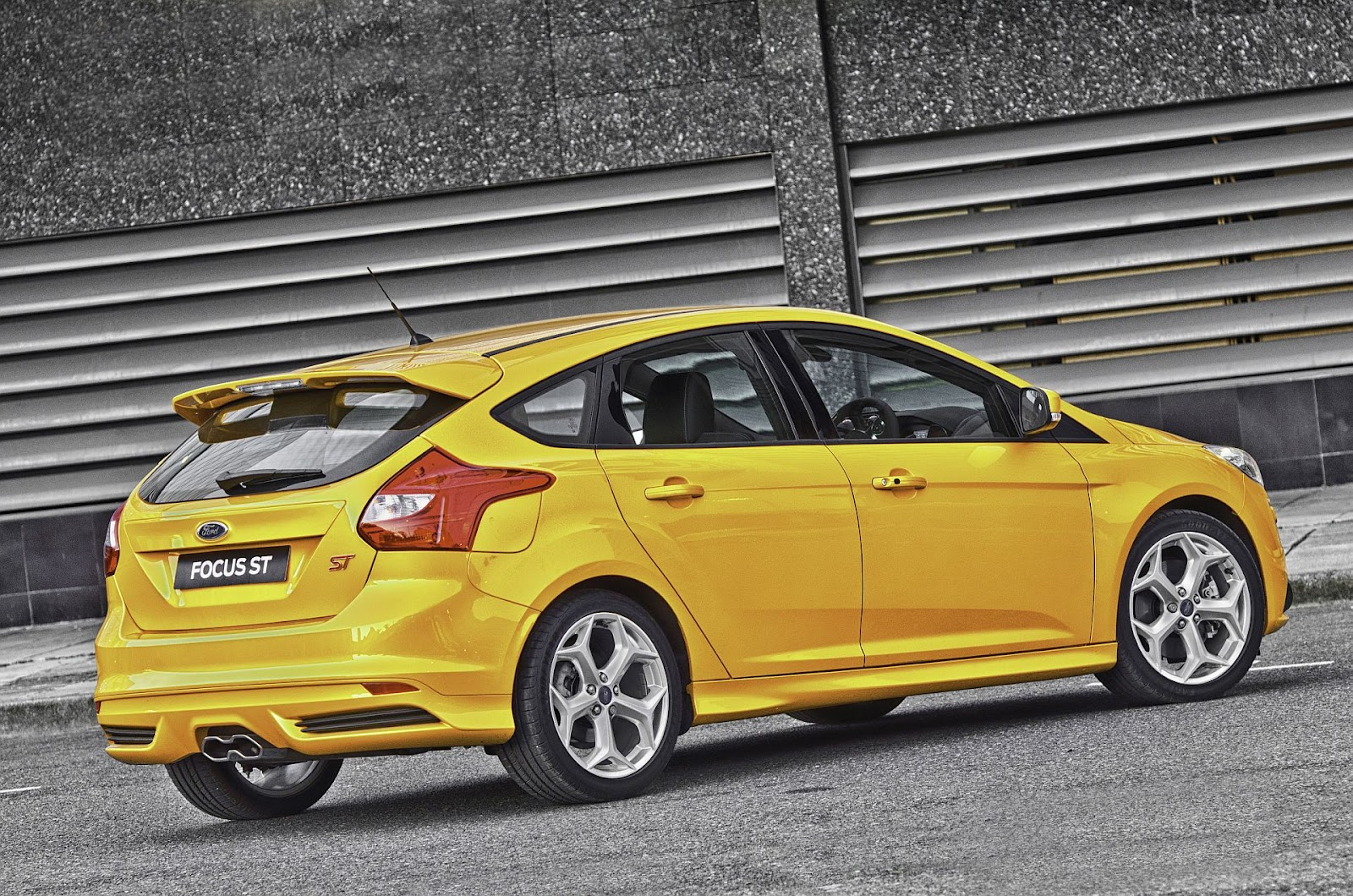 2013 ford focus st blows into mzansi bmw car gallery image. Black Bedroom Furniture Sets. Home Design Ideas