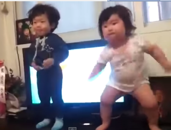 Bayi Korea batlle dance Lucu