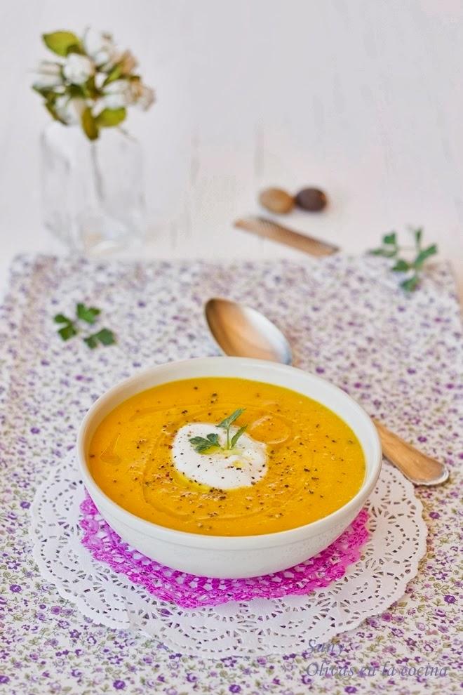 Crema de zanahoria y calabaza con nuez moscada y azafrán